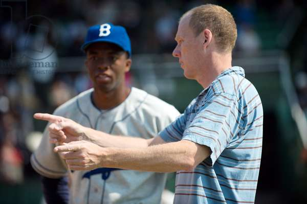 42, (aka FORTY-TWO), from left: Chadwick Boseman as Jackie Robinson, director Brian Helgeland, on set, 2013. ph: D. Stevens/©Warner Bros. Pictures/courtesy Everett Collection