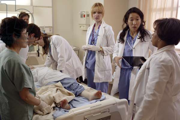 GREY'S ANATOMY, (season 1), Ellen Pompeo, Katherine Heigl, Sandra Oh, Chandra Wilson. 2005-, photo: Richard Cartwright / © ABC / Courtesy: Everett Collection