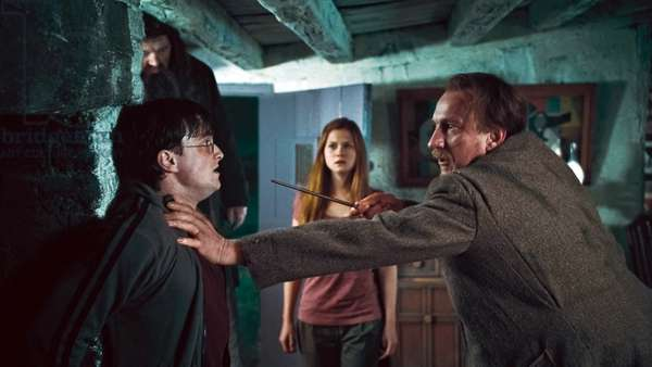 Harry Potter 7: HARRY POTTER AND THE DEATHLY HALLOWS: PART 1, from left: Robbie Coltrane, Daniel Radcliffe, Bonnie Wright, David Thewlis, 2010. ©2010 Warner Bros. Ent. Harry Potter publishing rights ©J.K.R. Harry Potter characters, names and related indicia are trademarks of and ©Warner Bros. Ent. All rights reserved./Courtesy Everett Collection