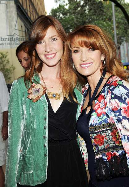 Katherine Flynn et Jane Seymour: Katherine Flynn, Jane Seymour at arrivals for WAITING FOR FOREVER Gen Art Film Festival Premiere, School of Visual Arts (SVA) Theater, New York, NY April 8, 2010. Photo By: Desiree Navarro/Everett Collection