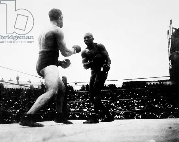 UNFORGIVABLE BLACKNESS: THE RISE AND FALL OF JACK JOHNSON, Tommy Burns, Jack Johnson fighting for the heavyweight championship in 1908 in Australia, 2004, (c) Florentine Films/courtesy Everett Collection
