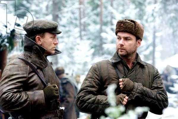 Defiance: DEFIANCE, from left: Daniel Craig, Liev Schreiber, 2008. ©Paramount Vantage/Courtesy Everett Collection