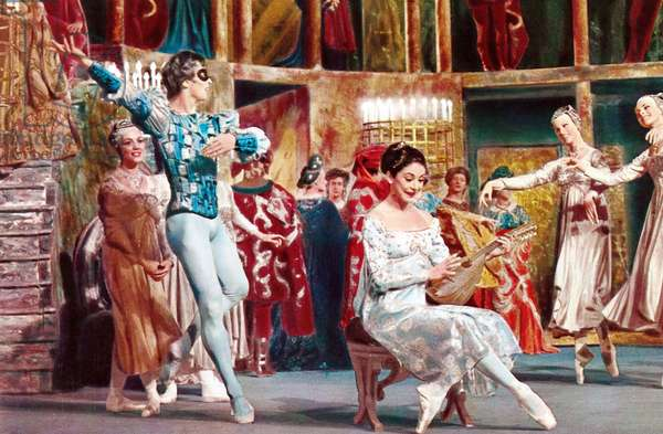 Romeo et Juliette (ballet filme 1966): ROMEO AND JULIET, Rudolf Nureyev (mask), Margot Fonteyn (seated), 1966
