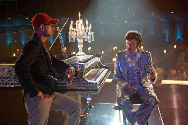 Ma Vie avec Liberace: BEHIND THE CANDELABRA, from left: director Steven Soderbergh, Michael Douglas as Liberace, on set, 2013. ph: Claudette Barius/©HBO Films/courtesy Everett Collection