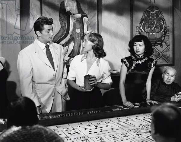 MACAO, first and second from left: Robert Mitchum, Gloria Grahame, 1952