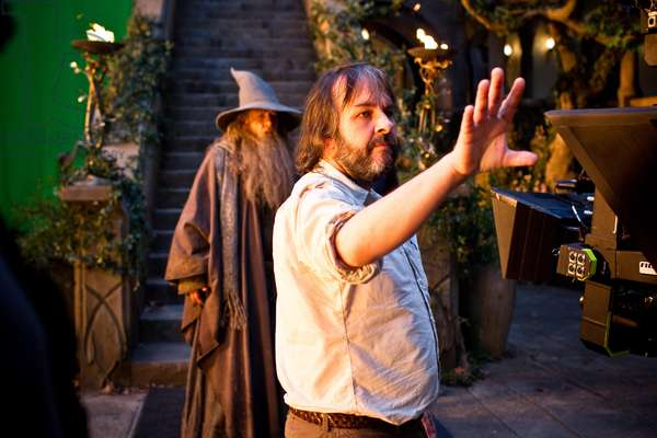Le Hobbit: Le Voyage Inattendu: THE HOBBIT: AN UNEXPECTED JOURNEY, from left: Ian McKellen, director Peter Jackson, on set, 2012. ph: James Fisher/©Warner Bros. Pictures/Courtesy Everett Collection