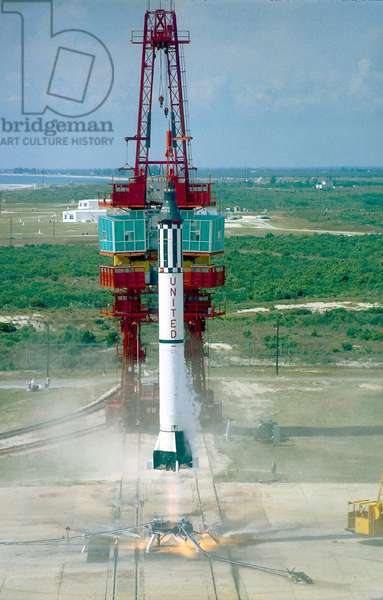 Mercury 3 : decollage de Freedom 7: Launch of Freedom 7, the first American manned suborbital space flight. Astronaut Alan Shepard was aboard the Mercury-Redstone rocket. May 5, 1961.