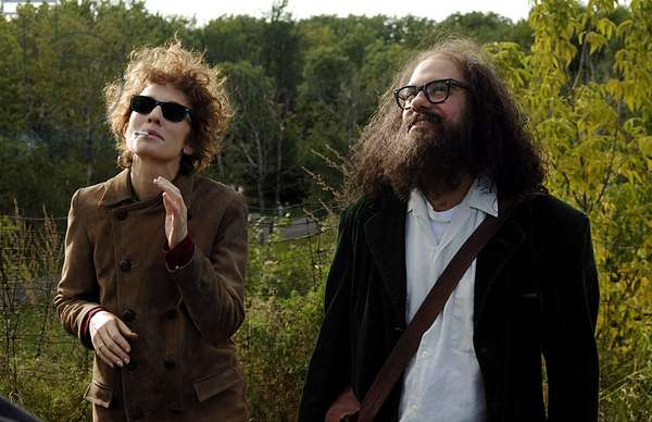 I'M NOT THERE, Cate Blanchett as Bob Dylan, David Cross as Allen Ginsberg, 2007. ©Weinstein Company/Courtesy Everett Collection