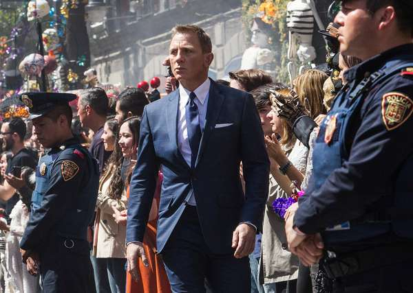 SPECTRE, Daniel Craig, Day of the Dead, Mexico City, Mexico, 2015. ph: Stephen Vaughan/©Columbia Pictures/Courtesy Everett Collection