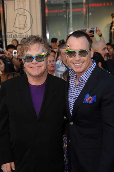 Elton John et David Furnish: Elton John, David Furnish at arrivals for GNOMEO AND JULIET Premiere, El Capitan Theatre, Los Angeles, CA January 23, 2011. Photo By: Michael Germana/Everett Collection