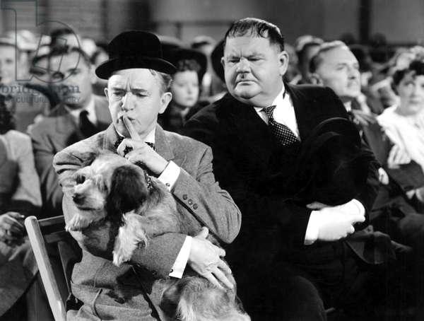 Air raid Wardens: AIR RAID WARDENS, Stan Laurel, Oliver Hardy (Laurel and Hardy), 1943