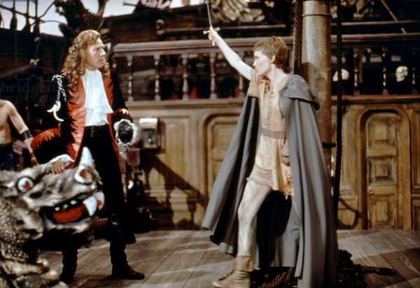 PETER PAN, (from left): Danny Kaye, Mia Farrow, 1976