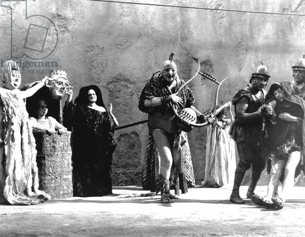 FELLINI SATYRICON, Fanfulla, (center), 1969