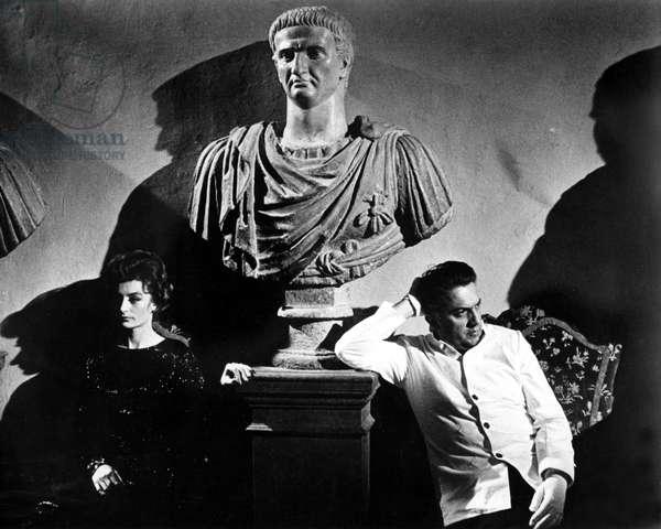 LA DOLCE VITA, Anouk Aimee & Federico Fellini, director, publicity still, 1960