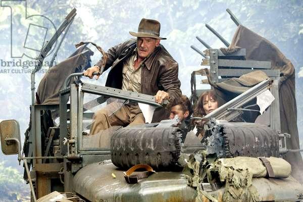 Indiana Jones et le Royaume du crane de Cristal: INDIANA JONES AND THE KINGDOM OF THE CRYSTAL SKULL, (aka INDIANA JONES 4), Harrison Ford, Shia LaBeouf, Karen Allen, 2008. ©Paramount/courtesy Everett Collection
