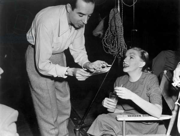 TILL THE CLOUDS ROLL BY, Vincente Minnelli visits Judy Garland on set to share pictures of baby Liza Minnelli, 1946