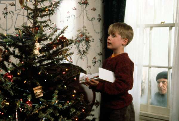HOME ALONE, Macaulay Culkin, Joe Pesci, 1990. TM and Copyright (c) 20th Century Fox Film Corp. All rights reserved. Courtesy: Everett Collection.""