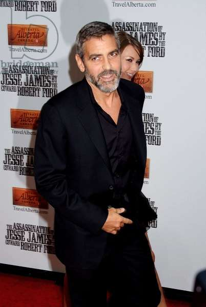 George Clooney at arrivals for THE ASSASSINATION OF JESSE JAMES BY THE COWARD ROBERT FORD Premiere, Ziegfeld Theatre, New York, NY, September 18, 2007. Photo by: Rob Rich/Everett Collection
