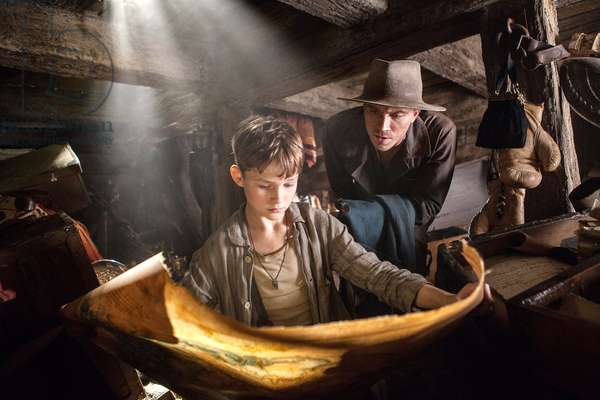 PAN, from left: Levi Miller as Peter Pan, Garrett Hedlund as Hook, 2015. ph: Laurie Sparham / © Warner Bros. Pictures / courtesy Everett Collection