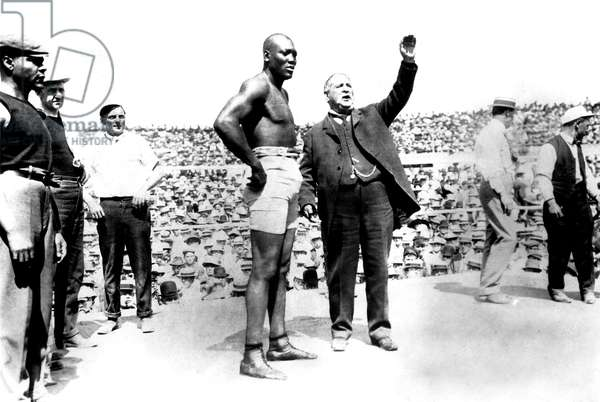 UNFORGIVABLE BLACKNESS: THE RISE AND FALL OF JACK JOHNSON, Jack Johnson at 1910 championship fight in Las Vegas, 2004, (c) Florentine Films/courtesy Everett Collection