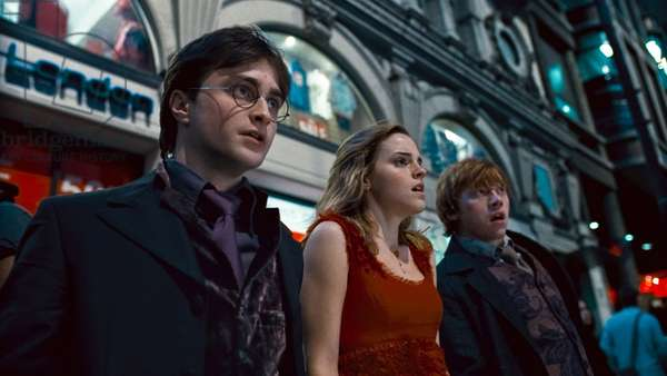 Harry Potter 7: HARRY POTTER AND THE DEATHLY HALLOWS: PART 1, from left: Daniel Radcliffe, Emma Watson, Rupert Grint, 2010. ©2010 Warner Bros. Ent. Harry Potter publishing rights ©J.K.R. Harry Potter characters, names and related indicia are trademarks of and ©Warner Bros. Ent. All rights reserved./Courtesy Everett Collection