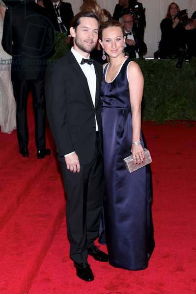 Toby Maguire, Jennifer Meyer at arrivals for Metropolitan Museum of Art's 2012 Costume Institute Gala Benefit - Schiaparelli and Prada: Impossible Conversations - Part 8, Metropolitan Museum of Art, New York, NY May 7, 2012. Photo By: Andres Otero/Everett Collection
