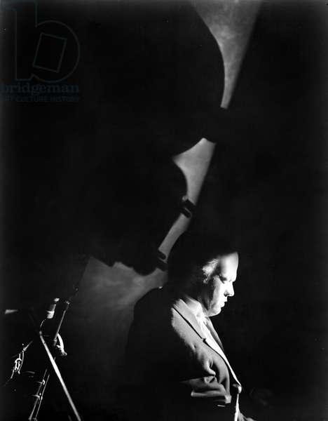CITIZEN KANE, director Orson Welles, on set, 1941