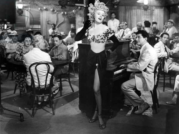 Le bistrot du peche: SOUTH SEA SINNER, Shelley Winters, Liberace (right), 1950