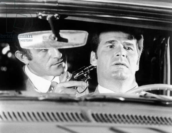 La valse des truands: MARLOWE, from left, Nate Esformes, James Garner, 1969