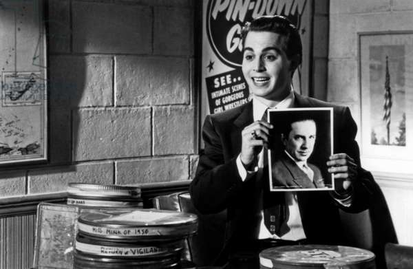 Ed Wood: ED WOOD, Johnny Depp, Bela Lugosi (in photograph), 1994, © Buena Vista/courtesy Everett Collection