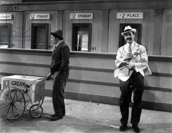 Un jour aux courses: A DAY AT THE RACES, Chico Marx, Groucho Marx, 1937