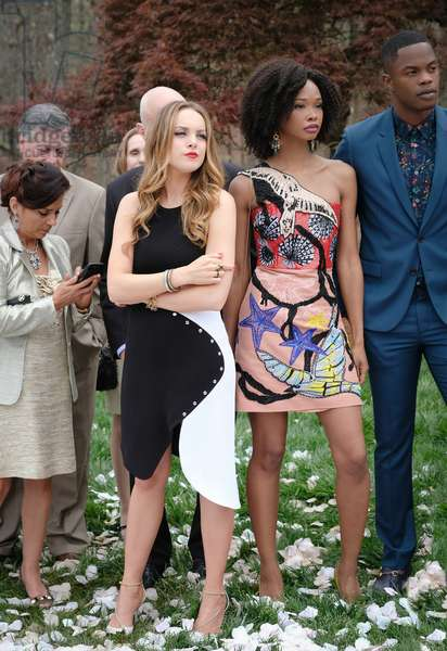 DYNASTY, Elizabeth Gillies (center), Wakeema Hollis (2nd from right), Sam Adegoke (right), 'Pilot', (Season 1, ep. 101, aired Oct. 12, 2017). photo: Mark Hill / ©The CW / Courtesy: Everett Collection