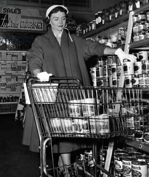 Donna Reed food shopping, 1955