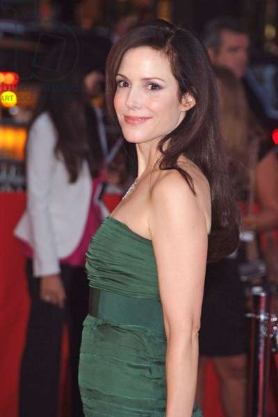 Mary-Louise Parker at arrivals for THE ASSASSINATION OF JESSE JAMES BY THE COWARD ROBERT FORD Premiere, Ziegfeld Theatre, New York, NY, September 18, 2007. Photo by: Rob Rich/Everett Collection