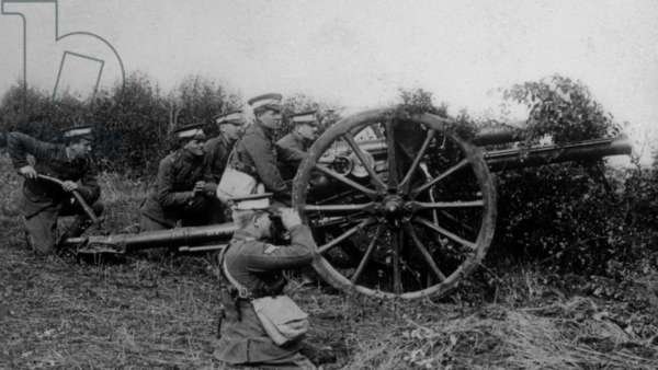Artillerie de cmpagne anglaise en action: World War I, English field artillery in action in France, ca. 1914