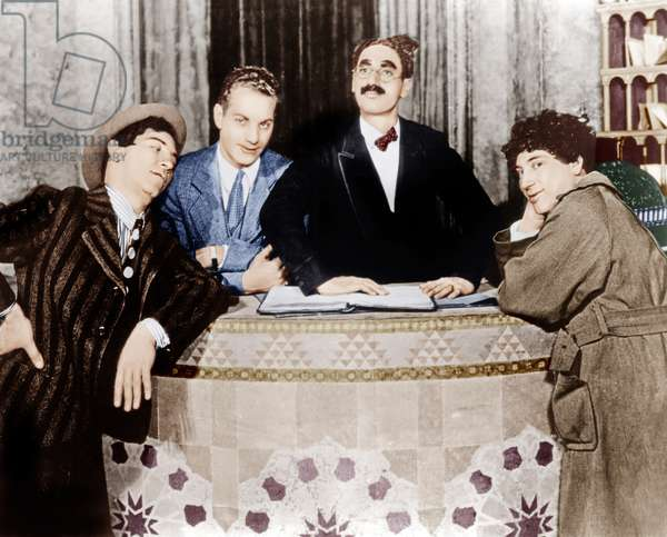 Noix de coco: THE COCOANUTS, from left: Chico Marx, Zeppo Marx, Groucho Marx, Harpo Marx, 1929