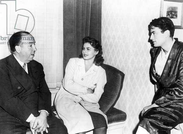 Hitchcock, Bergman, Peck: SPELLBOUND, Gregory Peck, Ingrid Bergman, Alfred Hitchcock, 1945, on the set