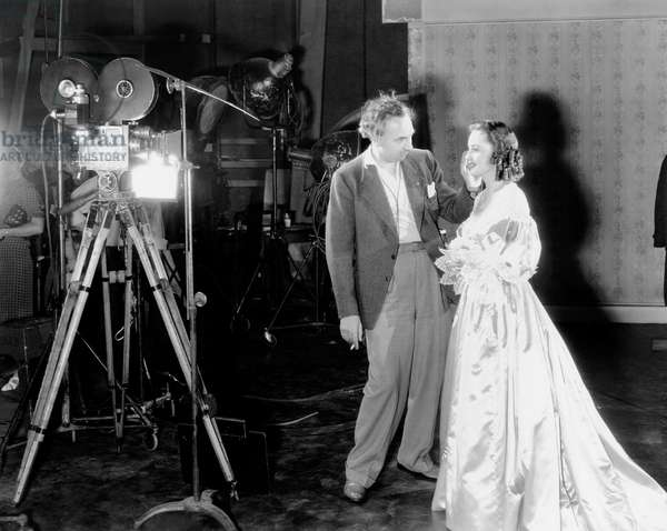 CAPTAIN BLOOD, from left, cinematographer Hal Mohr, Olivia de Havilland, on-set, 1935