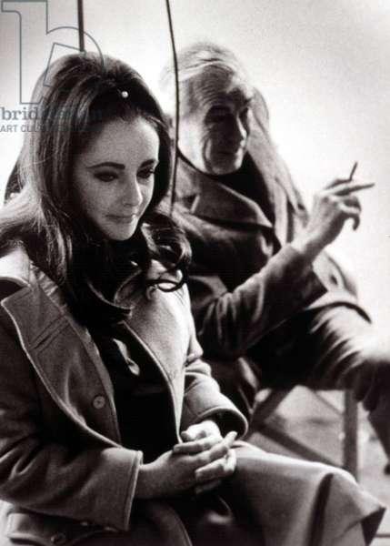 Elizabeth Taylor, John Huston on the set of REFLECTIONS IN A GOLDEN EYE, 1967