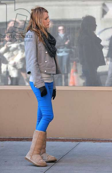 Blake Lively on location for GOSSIP GIRL Season Three Shooting in Manhattan, Central Park West at 63rd Street, New York, NY November 18, 2009. Photo By: Kristin Callahan/Everett Collection