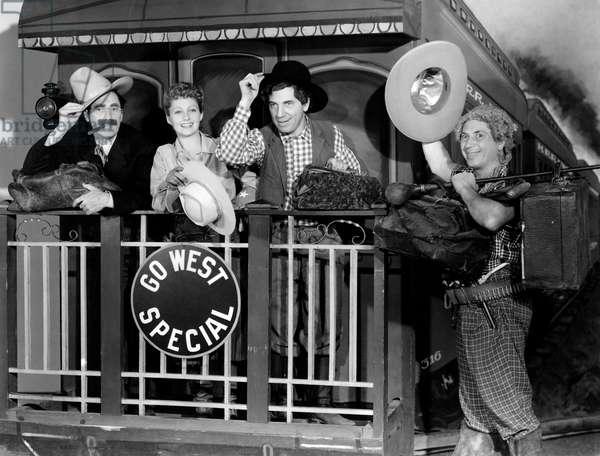 Chercheurs d'or: GO WEST, Groucho Marx, Diana Lewis, Chico Marx, Harpo Marx, 1940