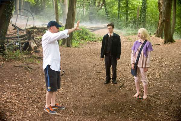 Harry Potter et l'Ordre du Phenix: HARRY POTTER AND THE ORDER OF THE PHOENIX, from left: director David Yates, Daniel Radcliffe, Evanna Lynch, on set, 2007. Ph: Murray Close/©Warner Bros./Courtesy Everett Collection