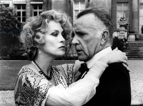 ELLIS ISLAND, Faye Dunaway, Richard Burton, 1984, © CBS / Courtesy: Everett Collection