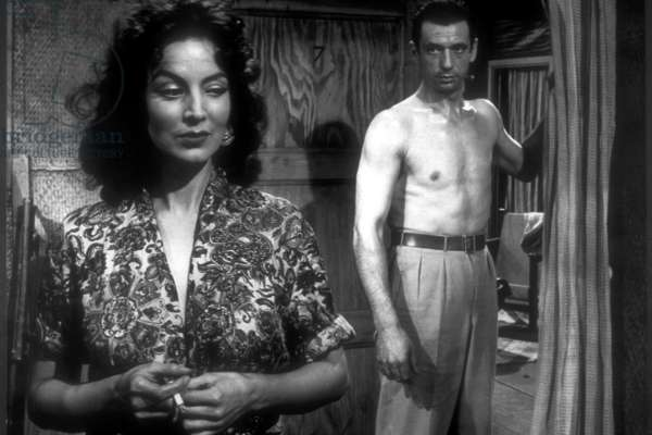HEROES AND SINNERS, (aka LES HEROS SONT FATIGUES, aka THE HEROES ARE TIRED), Maria Felix, Yves Montand, 1955