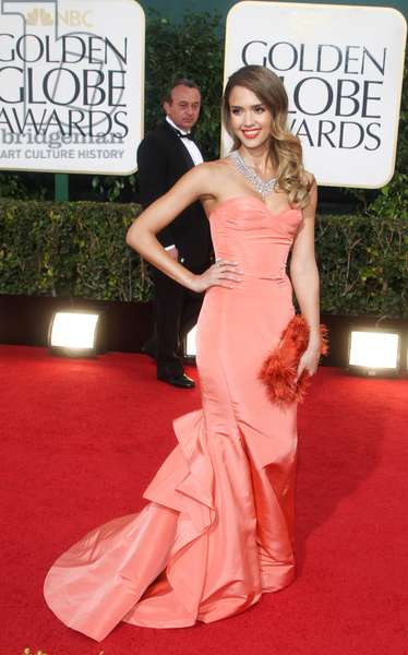 Jessica Alba (wearing an Oscar de la Renta gown and carrying a Roger Vivier clutch) at arrivals for 70th Golden Globe Awards Presentation - Part 2, Beverly Hilton Hotel, Beverly Hills, CA January 13, 2013. Photo By: Charlie Williams/Everett Collection