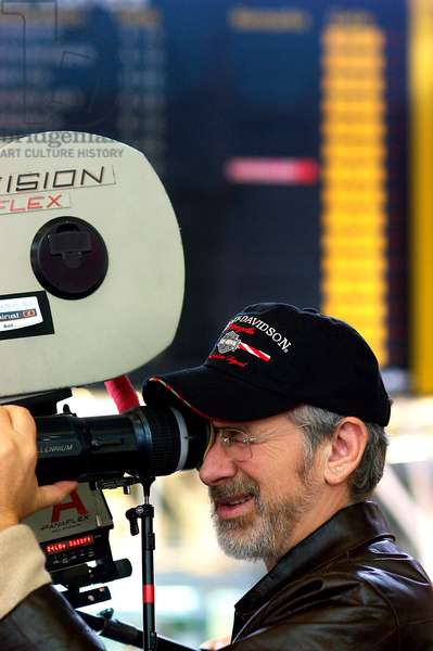 THE TERMINAL, director Steven Spielberg on set, 2004, (c) DreamWorks/courtesy Everett Collection