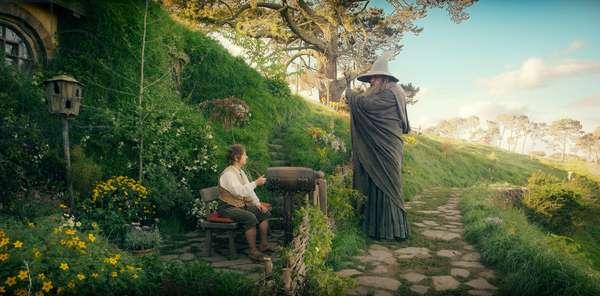 Le Hobbit: Le Voyage Inattendu: THE HOBBIT: AN UNEXPECTED JOURNEY, from left: Martin Freeman, Ian McKellen, 2012. ©Warner Bros. Pictures/Courtesy Everett Collection