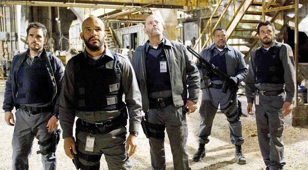 Blindes: ARMORED, from left: Matt Dillon, Amaury Nolasco, Jean Reno, Laurence Fishburne, Skeet Ulrich, 2009. ph: Lacey Terrell/©Screen Gems/Courtesy Everett Collection