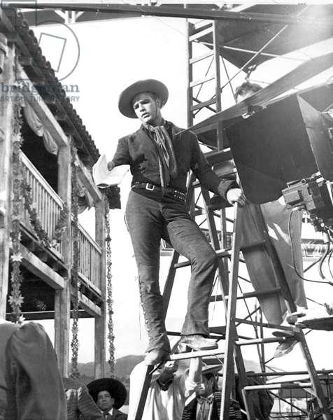 ONE-EYED JACKS, director Marlon Brando on set, 1961