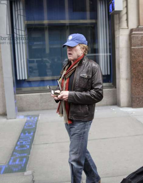 Robert Redford out and about for Robert Redford Walking in NYC, Midtown Manhattan, New York, NY March 16, 2009. Photo By: Ari Jankelowitz/Everett Collection